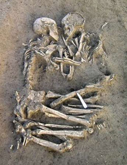 Neolithic lovers found in Italy